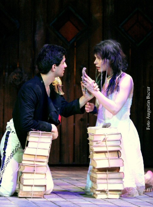 Alexandru Călin (Ferdinand) and Crina Semciuc (Miranda). Photo: Augustin Bucur